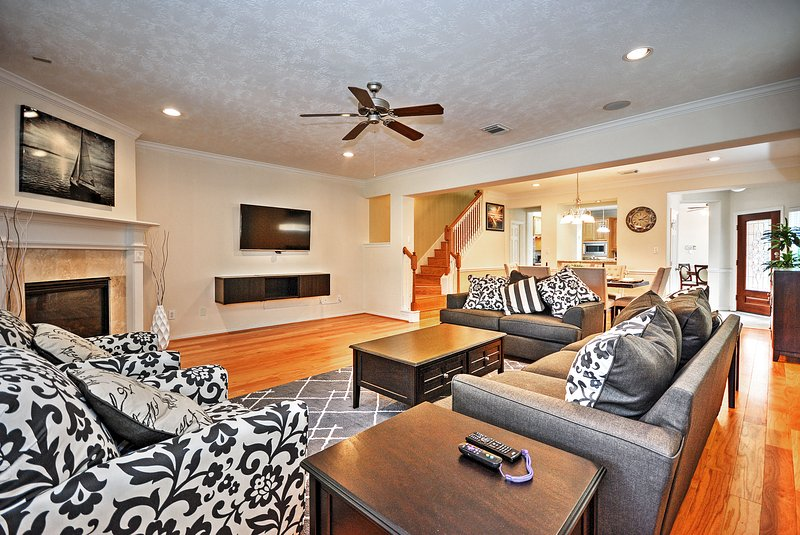 Escape to this luxurious 3-bed, 2.5-bath vacation rental townhome in Houston.