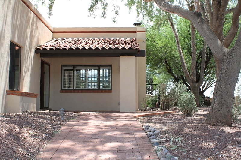 Catalina Foothills Hacienda- Classic Tucson Style, holiday rental in Tucson