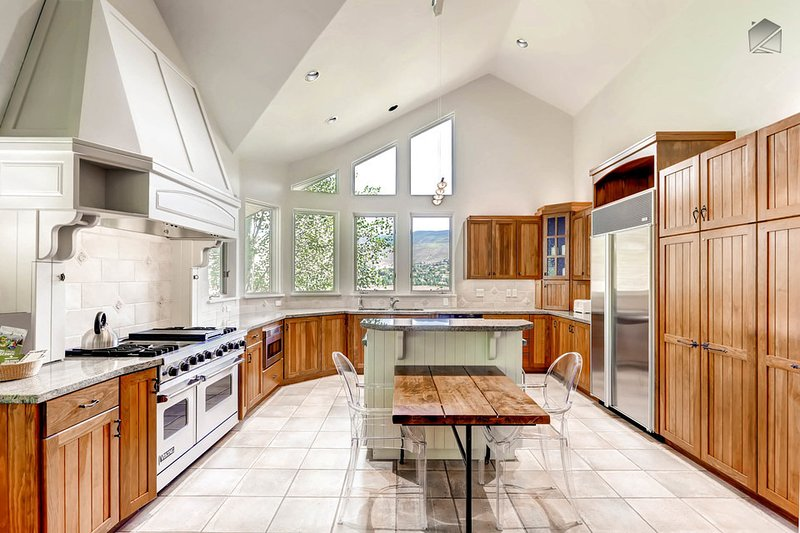 The open airy kitchen will have you feeling like a gourmet chef in no time.