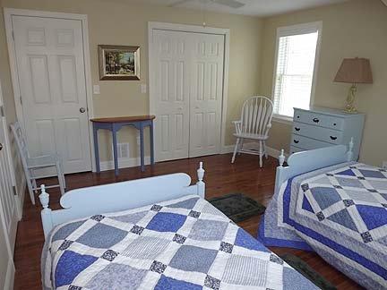 Outra vista da 2nd Floor quarto com duas camas