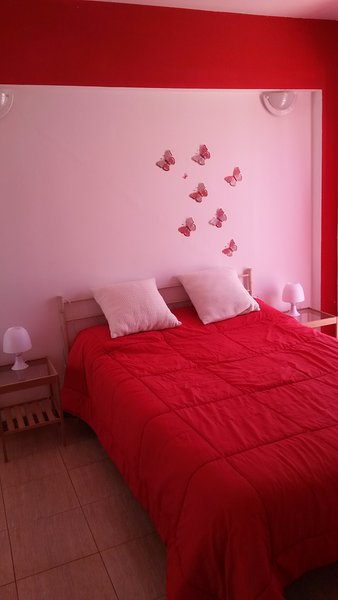 Cosy townhouse 500 meters from the ocean, holiday rental in Las Rosas