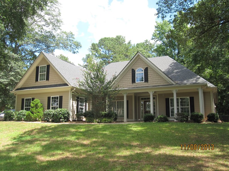 Peachtree City/Pinewood Studios Home, vacation rental in Newnan