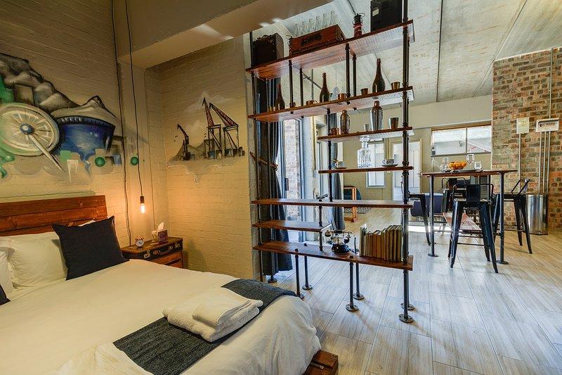 Stylish,Industrial-Chic Apartment -5 Swift Studios, location de vacances à Observatory