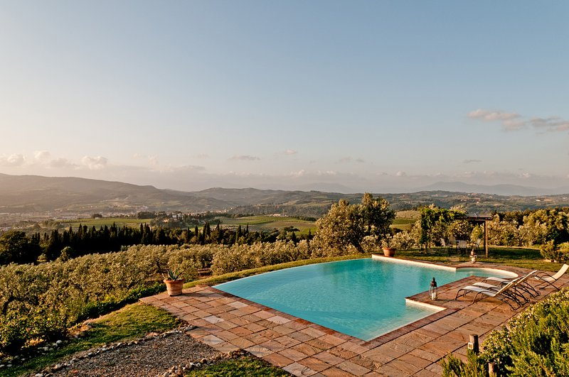 Montelupo, unique cottage with breathtaking 360° views. 2 bedrooms with pool!, holiday rental in Sammontana