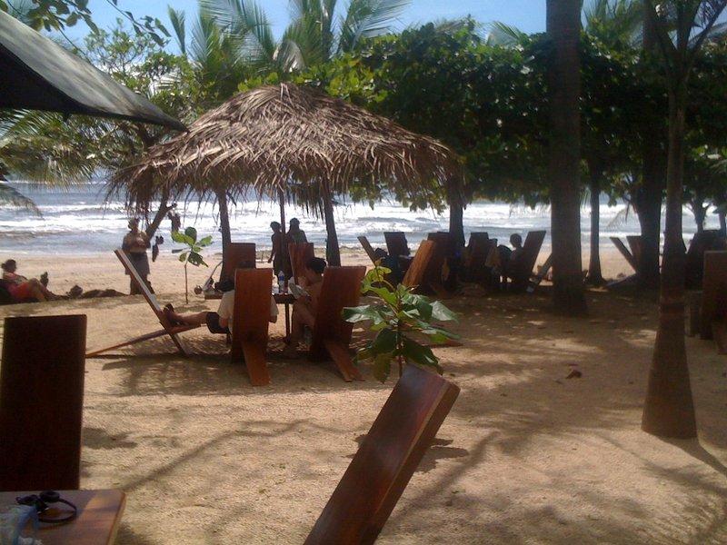 bar y Resturaunt de Lola en Playa Avellanas