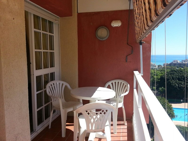 HERMOSO APARTAMENTO EN BENALMADENA  COSTA, holiday rental in Benalmadena