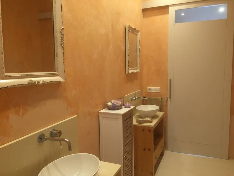 bathroom furnishings, stucco and microcemento