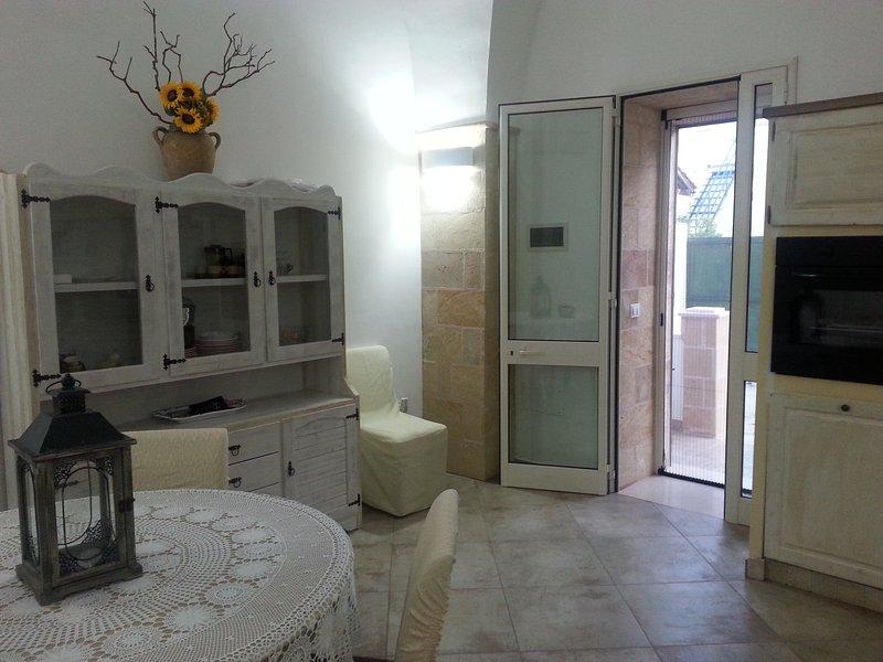 Splendida casa in Salento, con terrazza vista mare, per vacanza rilassante, vacation rental in Montesano Salentino