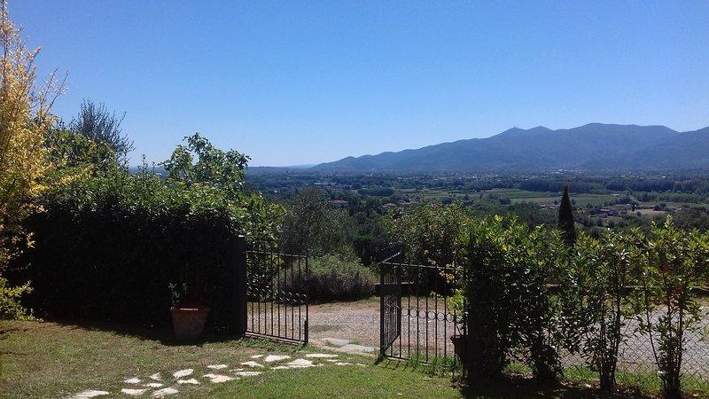 Entrada para o jardim e vistas da casa