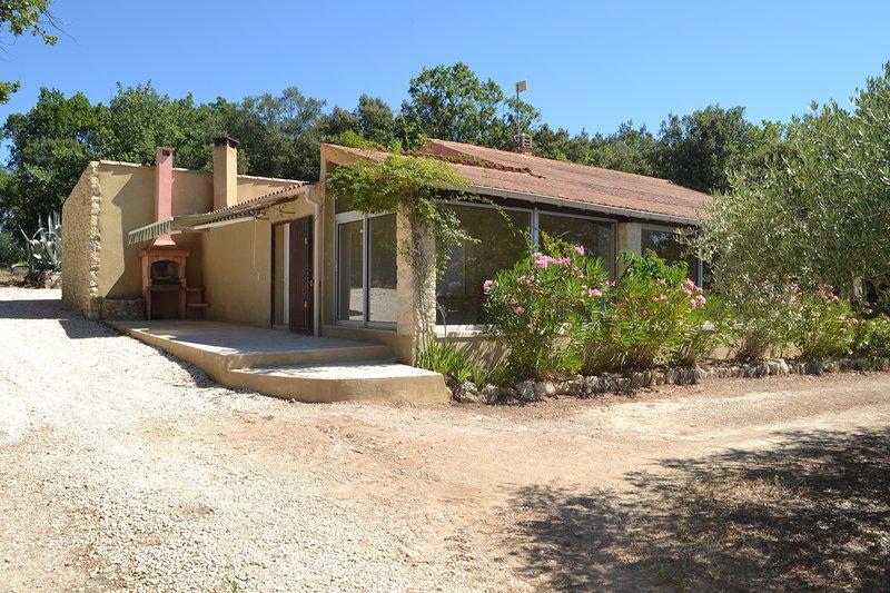 villa au calme sur terrain clos, holiday rental in Saint-Maurice-de-Cazevieille