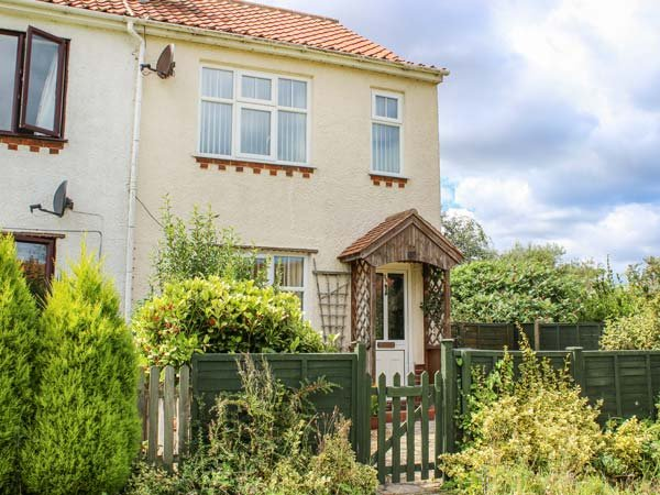 BECK VIEW COTTAGE, semi-detached, pet-friendly, private enclosed patio, WiFi, alquiler vacacional en Aylmerton