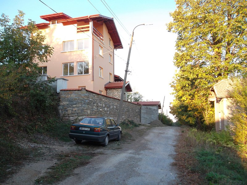 modern rooms available in large mountain side home, holiday rental in Lovech Province