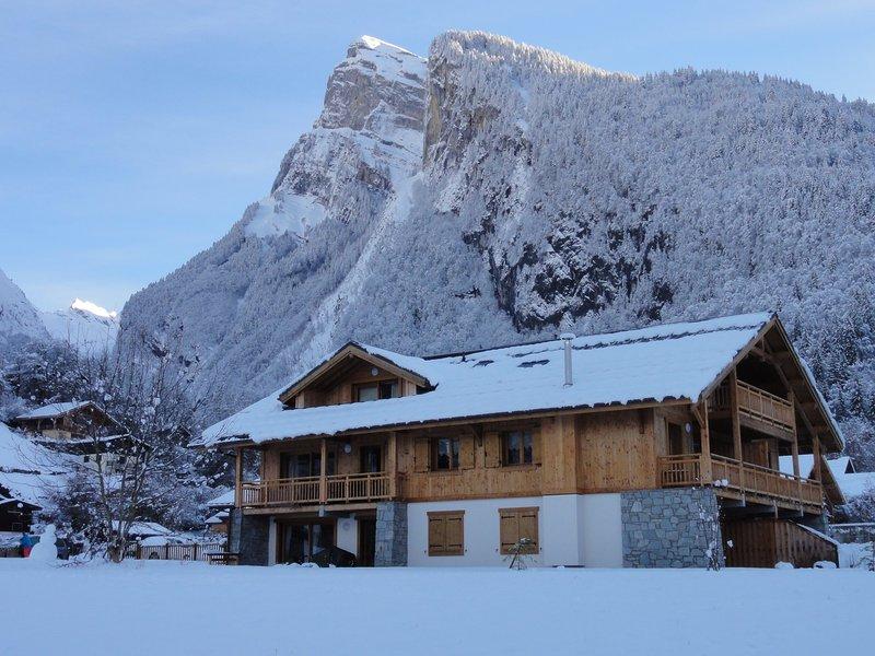 Schnee Alpen Chalet im Dezember