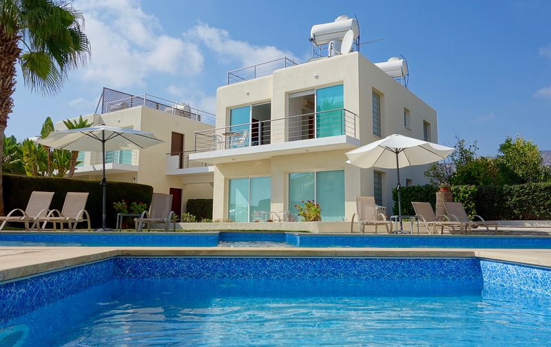 Holmes Place with Pool & Private Roof Terrace, vacation rental in Peyia