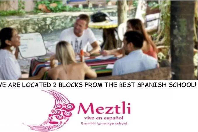 L'école de langue espagnole est juste autour du coin.