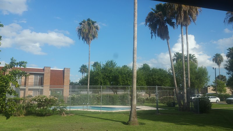 Spacious two bedroom condo near Golf Country Club, vacation rental in Brownsville