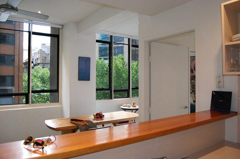 Une cuisine avec une vue - Honey Appartement One