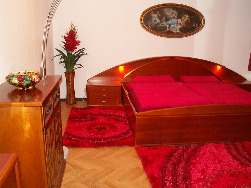 PRAGUE CENTRE-Deluxe-Honeymoonsuite-Panoramaterass, casa vacanza a Unhost
