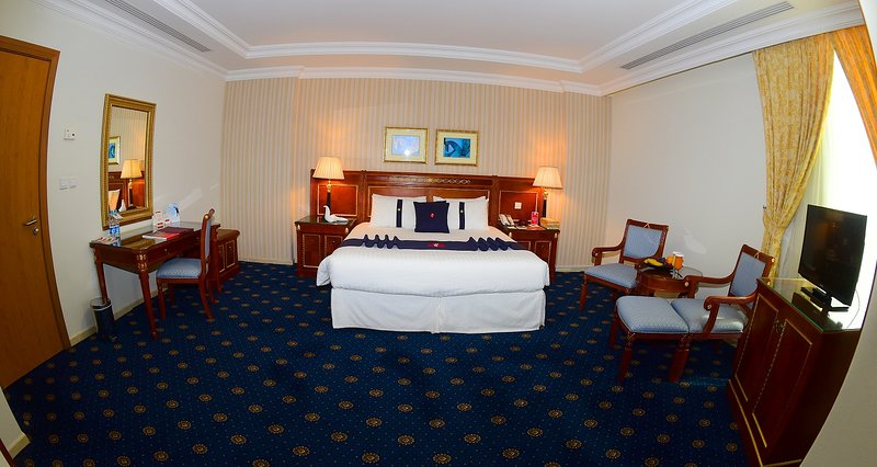 ONE KING SIZE BED ROOM