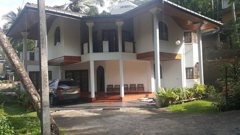 Homestay .we have 3 rooms and 2 bathrooms.hv fans, holiday rental in Elkaduwa