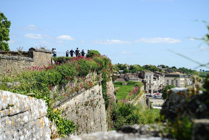 Citadelle Vauban, 3 min walk to the apartment in the UNESCO World Heritage