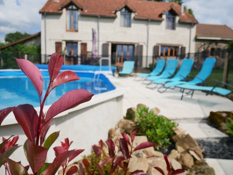 Tranquil converted barn with private pool, holiday rental in Saint-Sornin-Leulac
