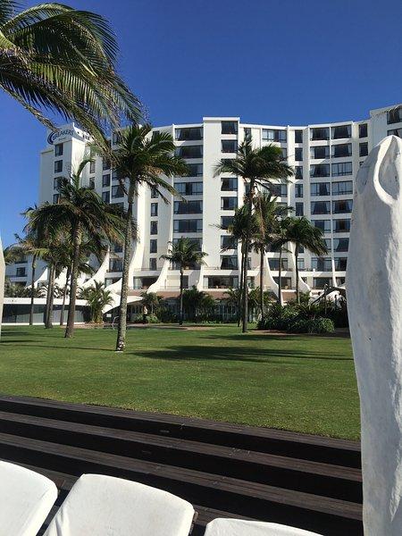 Umhlanga PVT Beach Front 6 Sleeper. Appartamento self catering con finiture moderne. Casa a casa