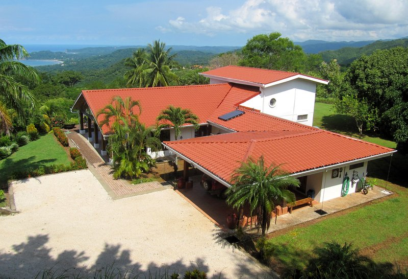 Staffed Villa, Pool, Stunning Ocean-Mtn Views!, aluguéis de temporada em Nicoya