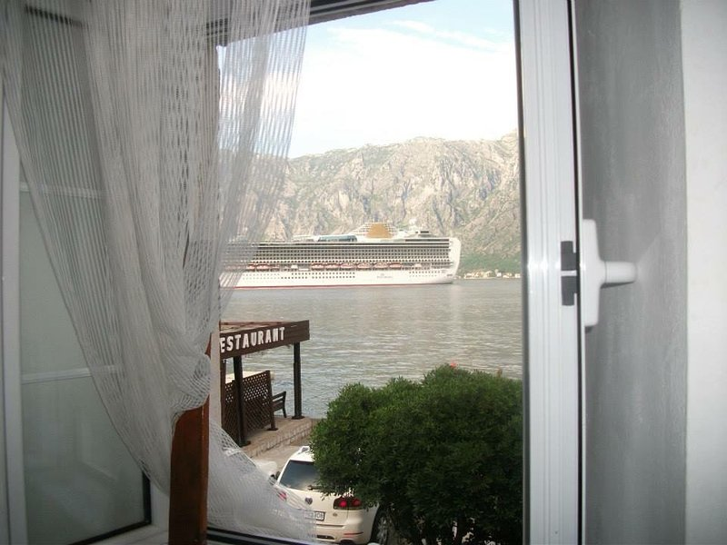 Adriatik Rooms first Line, vacation rental in Prcanj