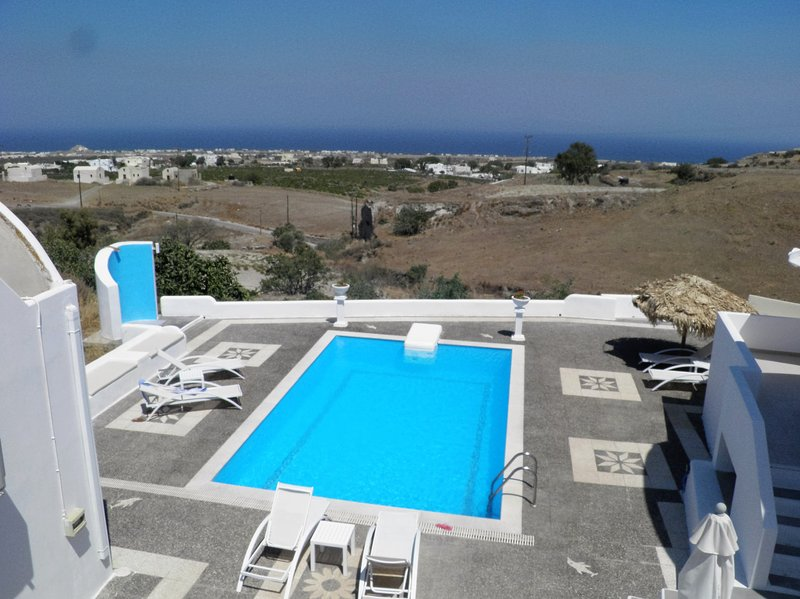 Santorini Traditional Suites VOLCANO Suite, holiday rental in Mesaria