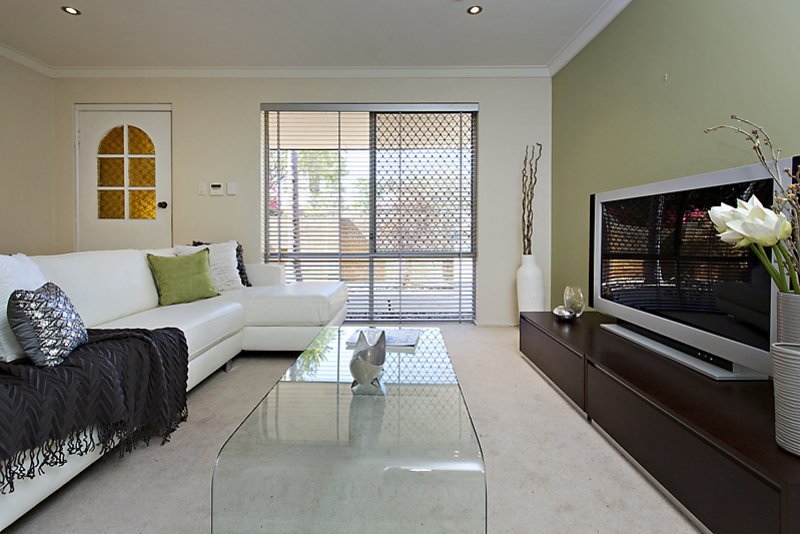 Licht en Bright througout Mount Lawley Villa