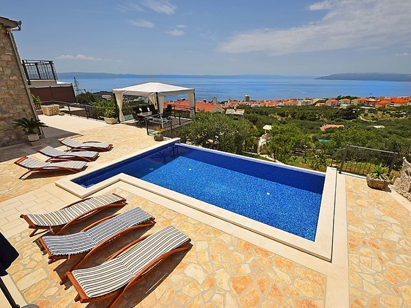 Villa Bellaviasta**** with private pool and garden, alquiler vacacional en Makarska