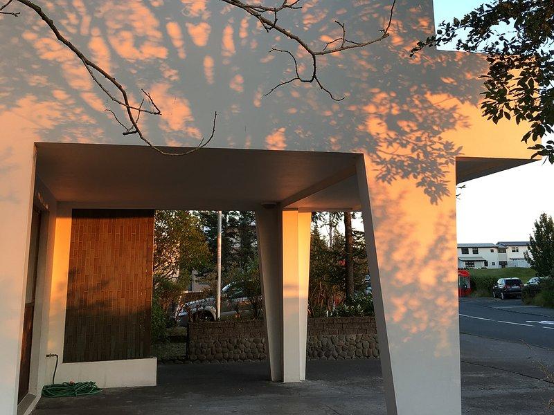 La puesta del sol a principios de agosto. La villa está situada en una bonita zona residencial, cerca del valle de Laugardalur. Un