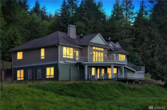 Massive private Estate sleeps 8 - 24 on 5 Acers breathtaking views minutes to Seattle
