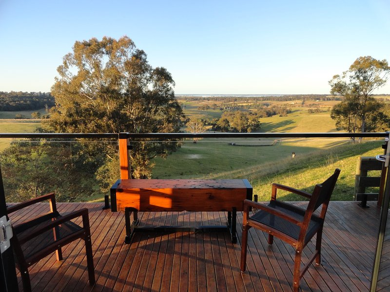 Down to Earth Farm Retreat - 'Lakeview', aluguéis de temporada em Sarsfield