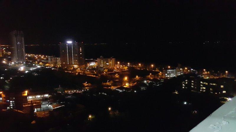 vistas al mar en la noche