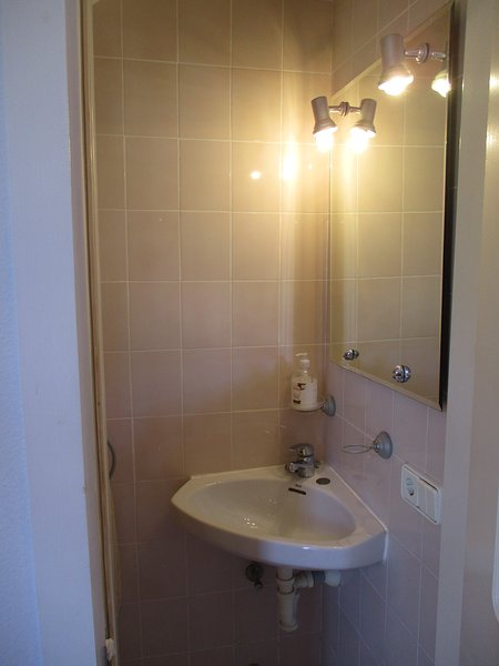 toilette al piano terra con servizi igienici
