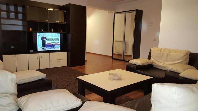 Modern Apartment Faleza Nord, Constanta, holiday rental in Eforie Nord