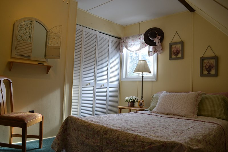 Next set of pictures will be of the upstairs. Full size bed with walk in closet upstairs.