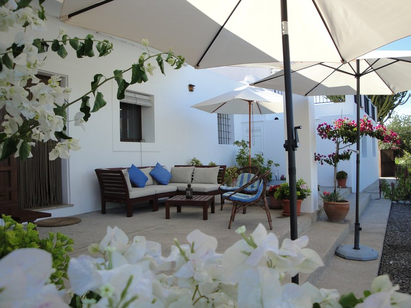 Casa típica ibicenca en el tranquilo campo (Ibiza), holiday rental in Cala Llonga