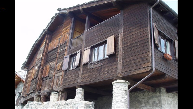 Chalet/Attic Chaland St. Victor - Lovva Dondeynaz, holiday rental in Hone