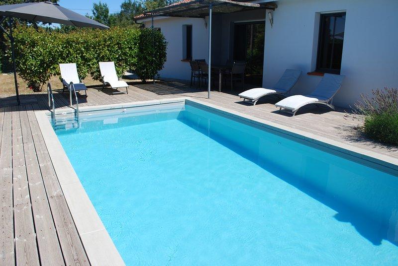 Villa récente au calme avec piscine chauffée, holiday rental in Nuzejouls