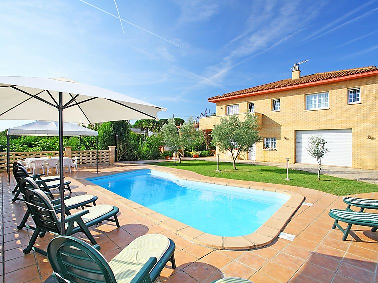 Catalunya Casas: Incredible Villa in Sils, a short drive to Costa Brava beaches!, holiday rental in Brunyola