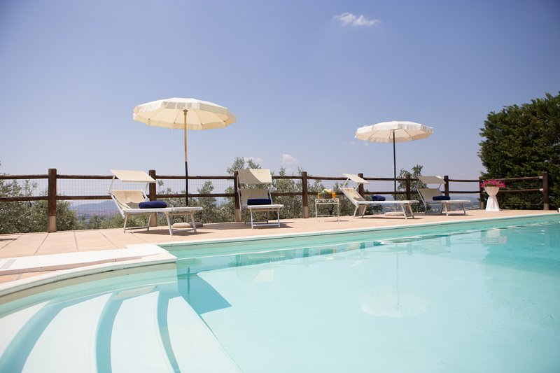 Villa Gallo, private accommodation for 10 persons with 5 bedrooms. Pool & Wi-Fi!, holiday rental in Tregozzano