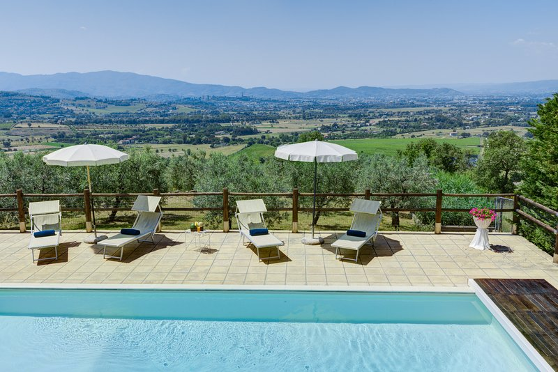 Gallo, villa within easy reach of Arezzo with 5 bedrooms and private pool!, holiday rental in Arezzo