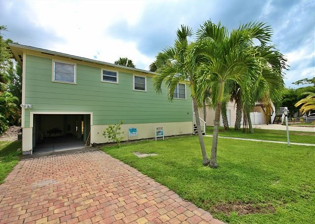 126 Gulf Island Dr - Pet Friendly Pool Home, holiday rental in Fort Myers Beach