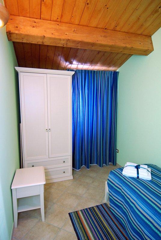 Habitación individual con TV, aire acondicionado y Wi-Fi