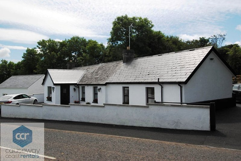 Woodleigh Cottage - Causeway Coast Rentals, vacation rental in Armoy