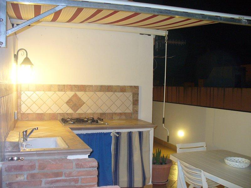 Casa Bouganville, Primo piano + terrazzo a m 50 spiaggia, in zona pedonale., holiday rental in San Vito lo Capo