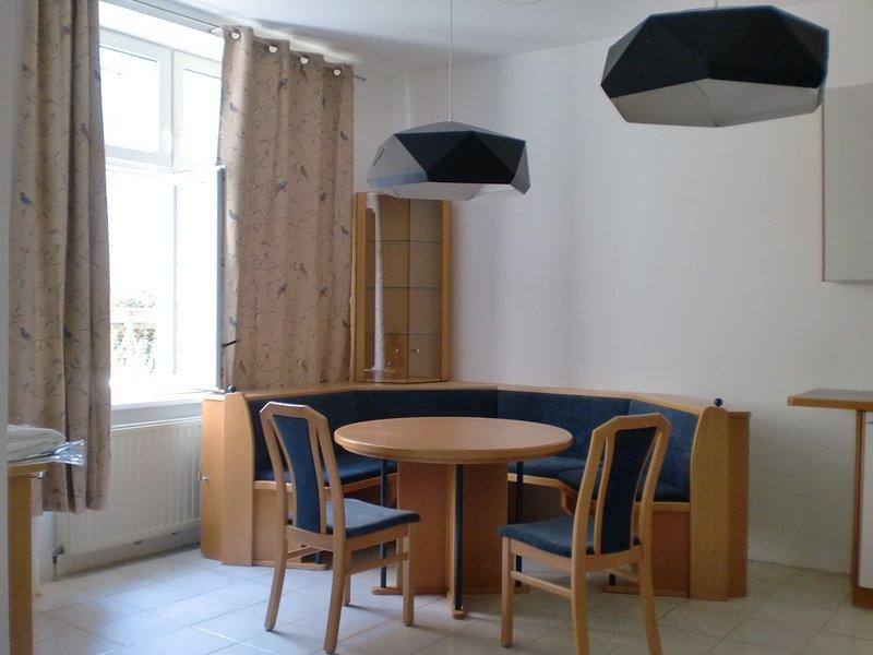 Apartment No. 5 Wien nahe Schönbrunn/Westbahnhof, vacation rental in Vienna
